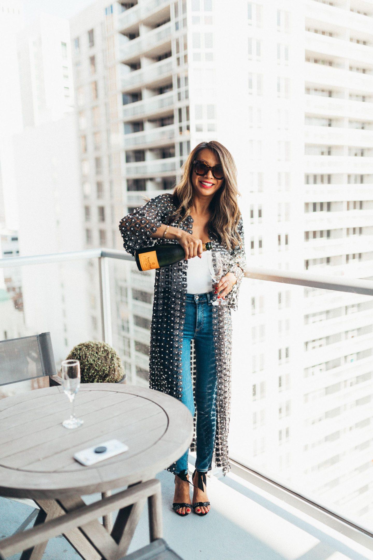 Jennifer Worman, Best chicago Lifestyle blogger, Two West Delaware, Luxury Rental Property Chicago, Best Rental Chicago, Best apartments in Chicago