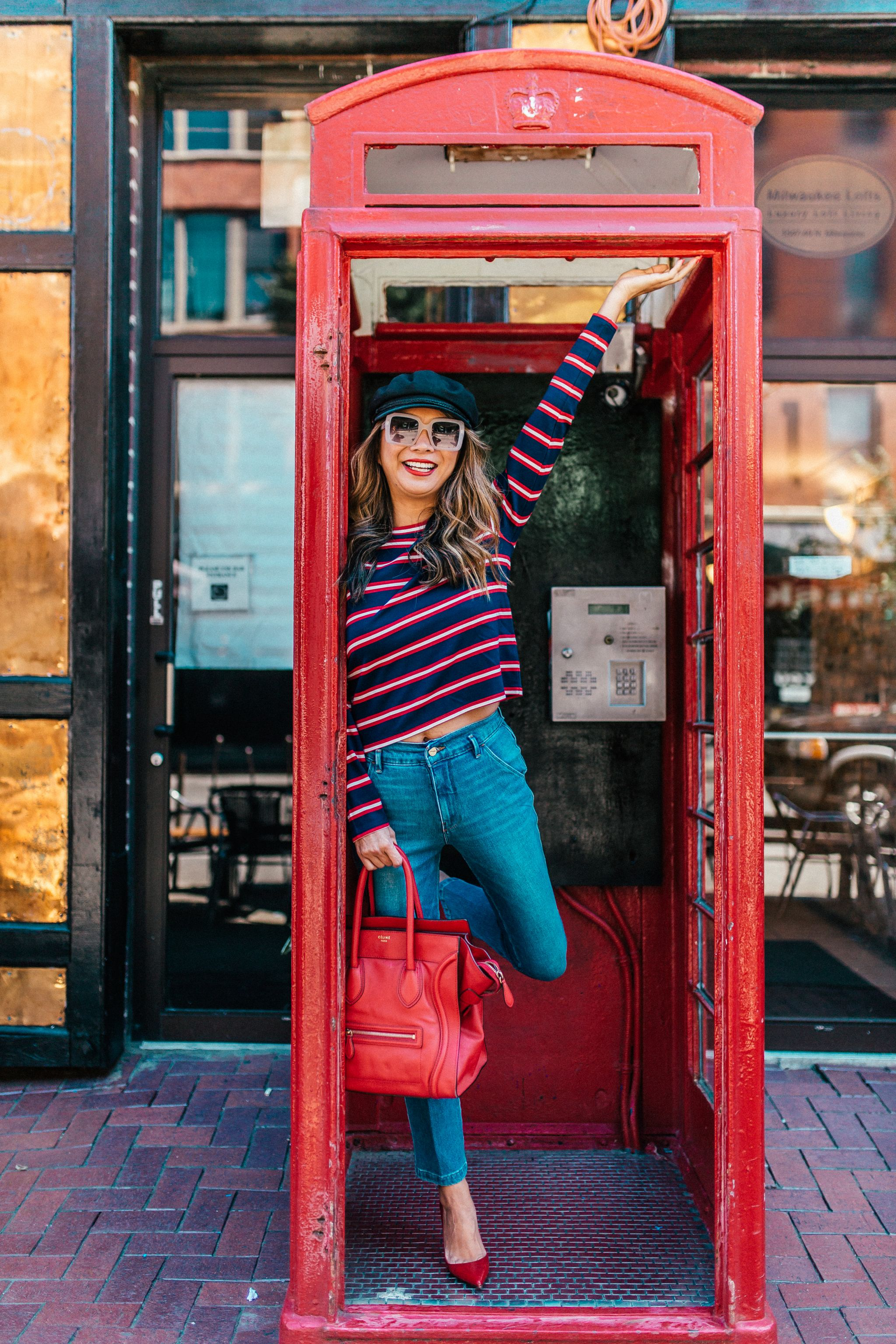 Top Instagrammable places in Chicago, Best place to take instagram photos in chicago, Chicago places to visit to take photos, Jennifer Worman, Best Chicago spots for photos, red phone booth Chicago