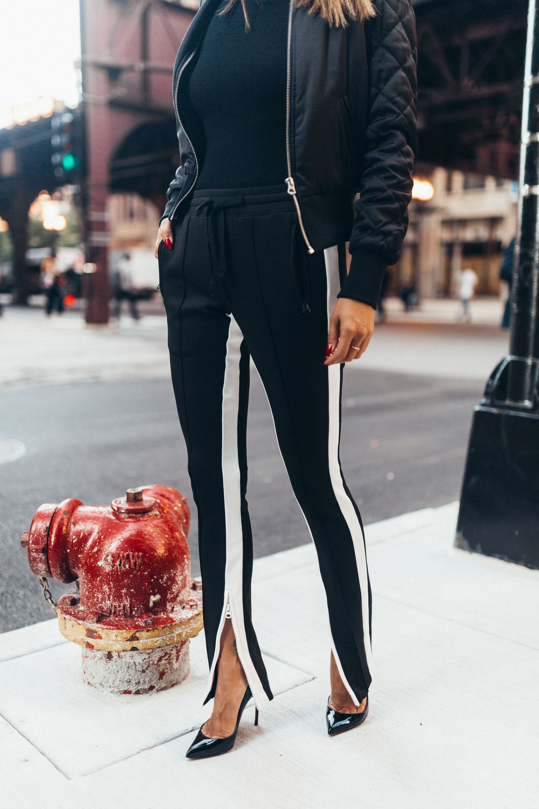 Pam and Gela Cigarette Sweatpants, Skinny Sweatpants, Revolve Sweatpants, Striped Sweatpants, Best sweatpants for a fashionista, Jennifer Worman, Chicago Style Blogger, Black sweatpants with white stripe