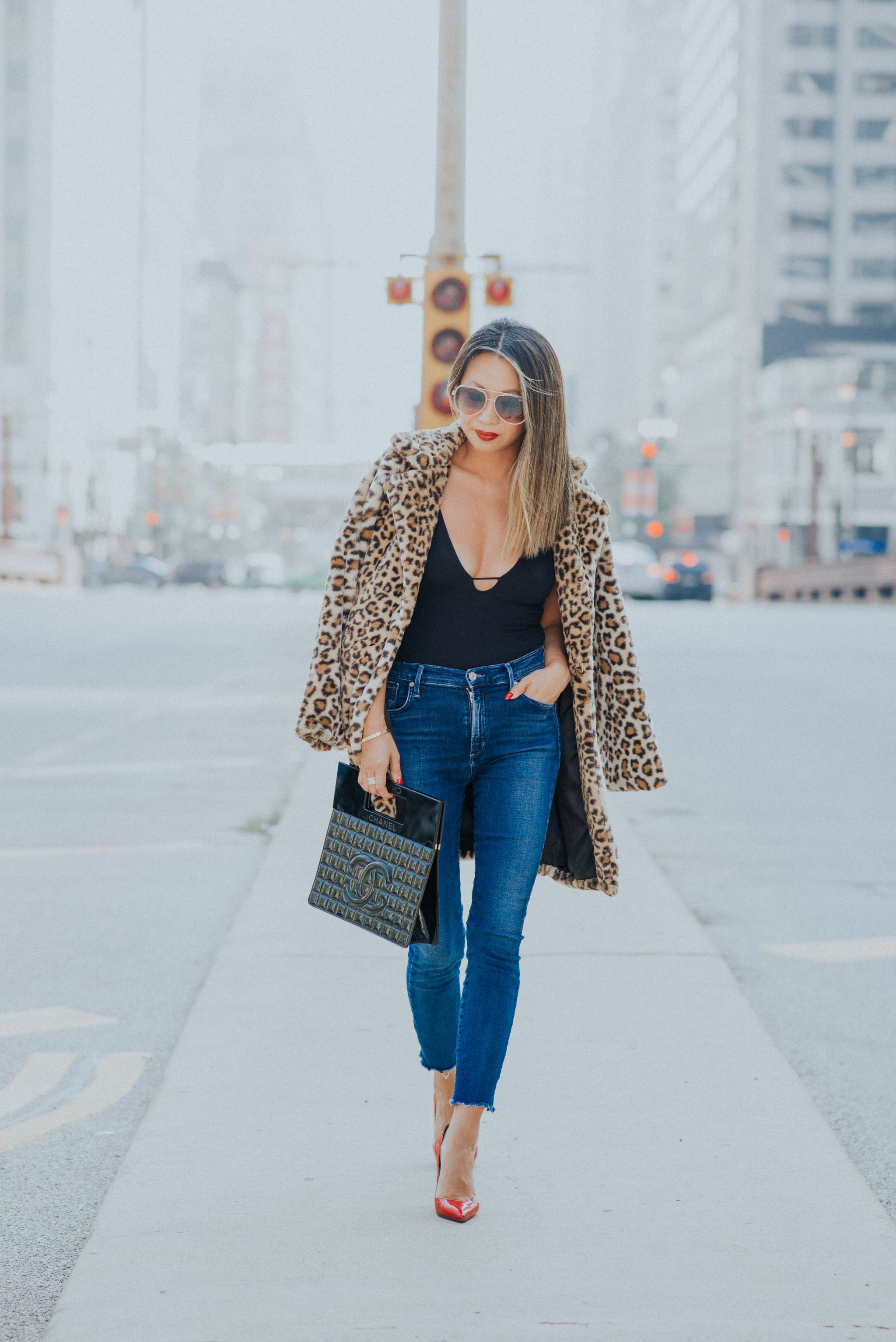 leopard faux fur jacket , leopard fur coat, leopard faux fur shopbop, how to style a faux fur jacket, chicago style blogger, leopard jacket, steal leopard coat, jennifer worman
