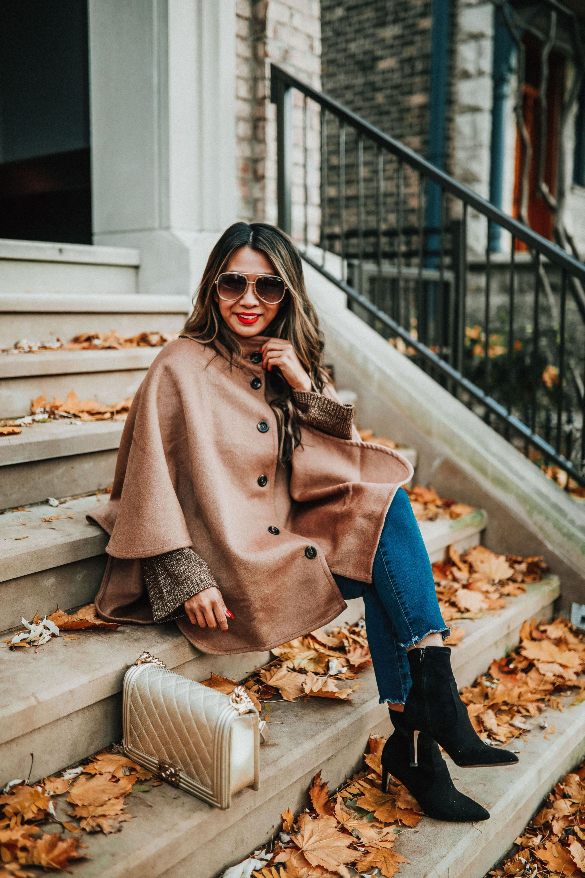 Holiday style, Jennifer Worman, Best poncho, Ann Taylor Poncho, How to style a cape, Ann Taylor cape, perfect cape, Chicago fashion blogger