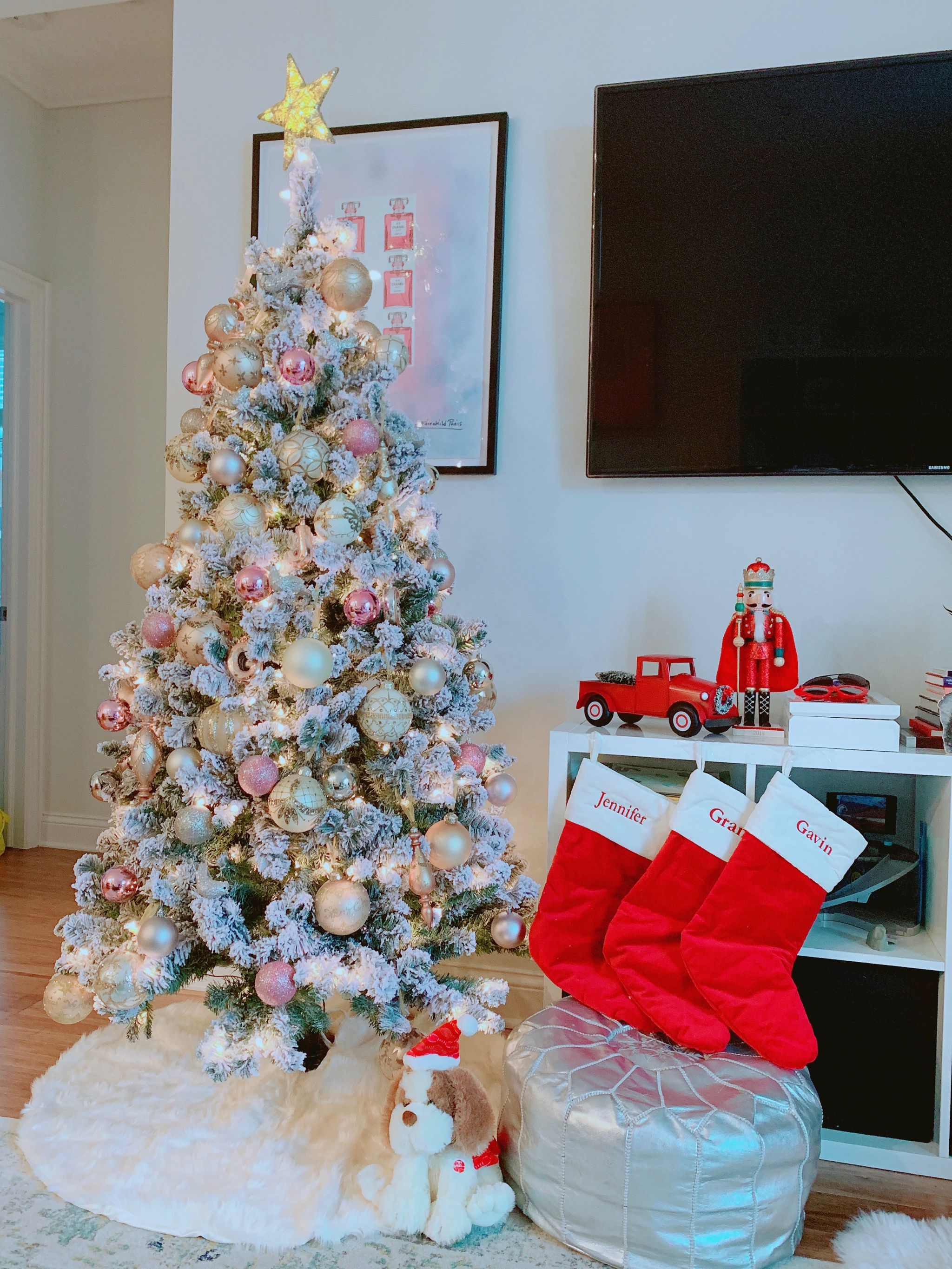 4 Glam Ways To Decorate Your Christmas Tree Red Soles And Red Wine