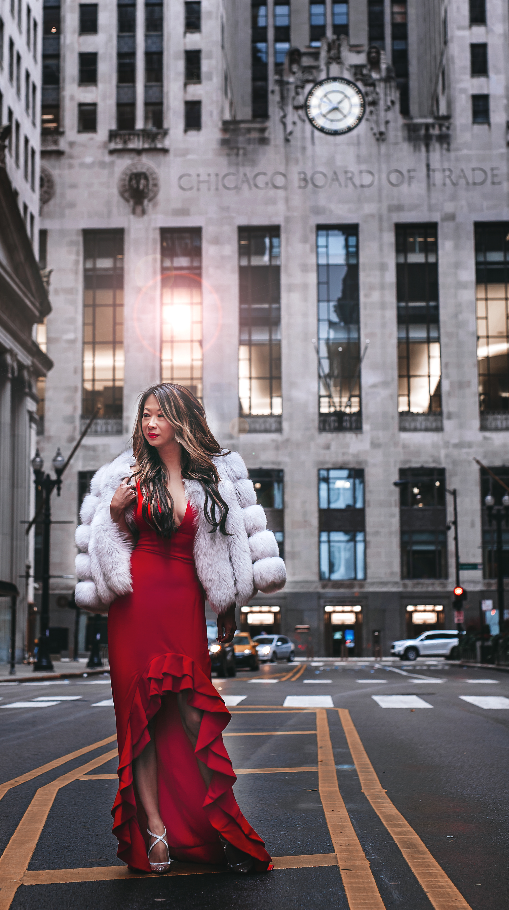 Chicago lifestyle blogger, chicago fashion blogger, jennifer worman, brooke montes, best chicago photographer, best family photographer chicago, revolve red dress, best holiday style
