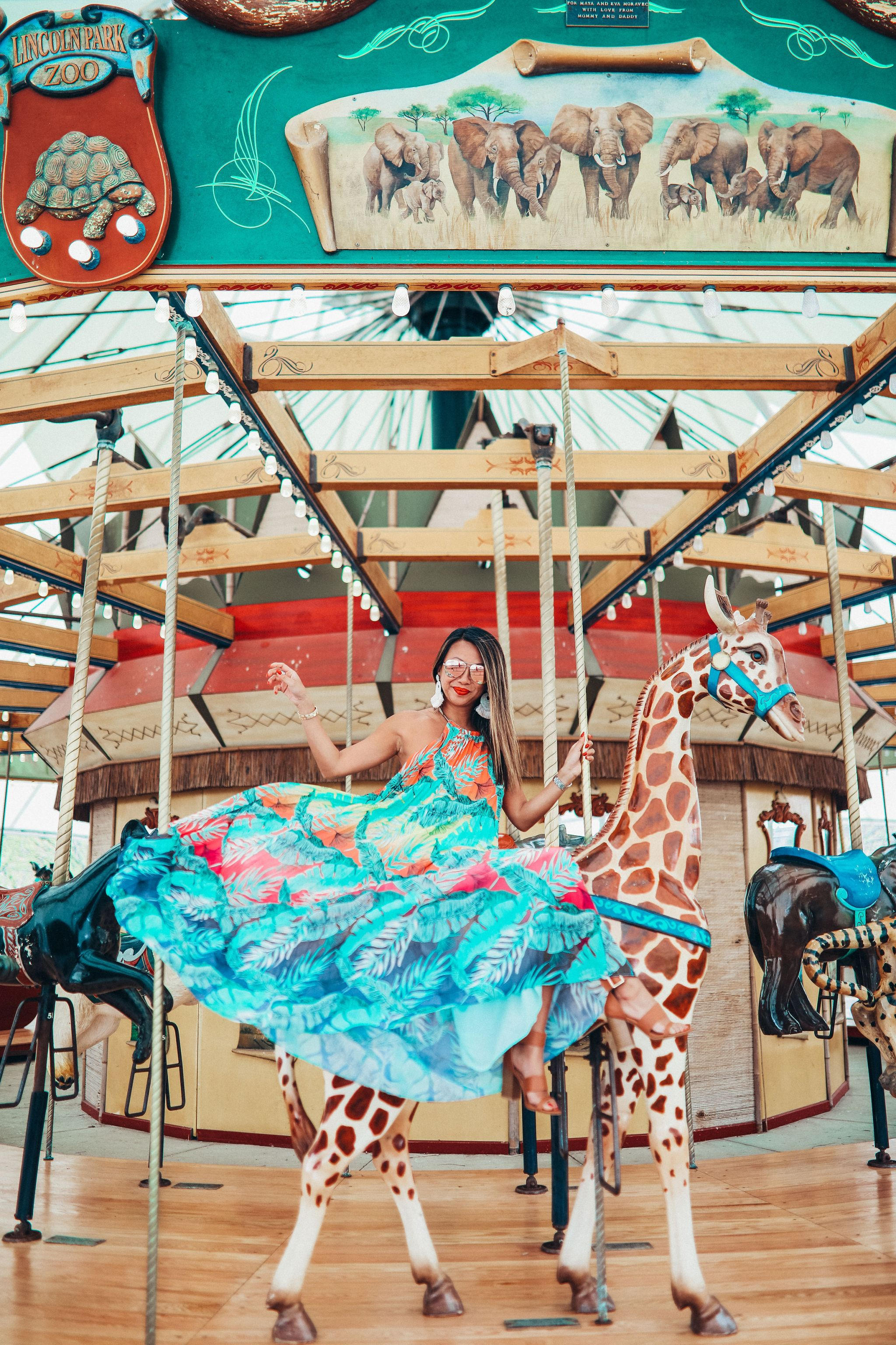 Lincoln Park Zoo Carousel, Chicago Style blogger, Best Maxi Dress for Summer, Akira Maxi Dress, Best spots to take instagram photos in Chicago, Merry Go Round Photo, where to go in chicago with kids, Zoo-ologie, Chicago Style Photography,. Jennifer Worman, Chicago Mom Blogger