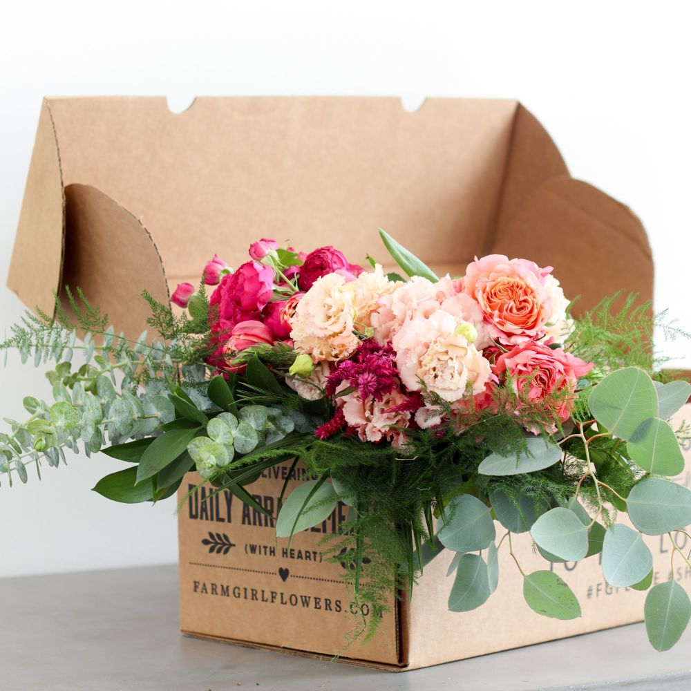 best flowers for mother's day, best flowers gift, roses that last a year, flower in a box, chicago mom best gifts, jennifer worman home, living room inspiration, home decor flowers, farm girl flowers