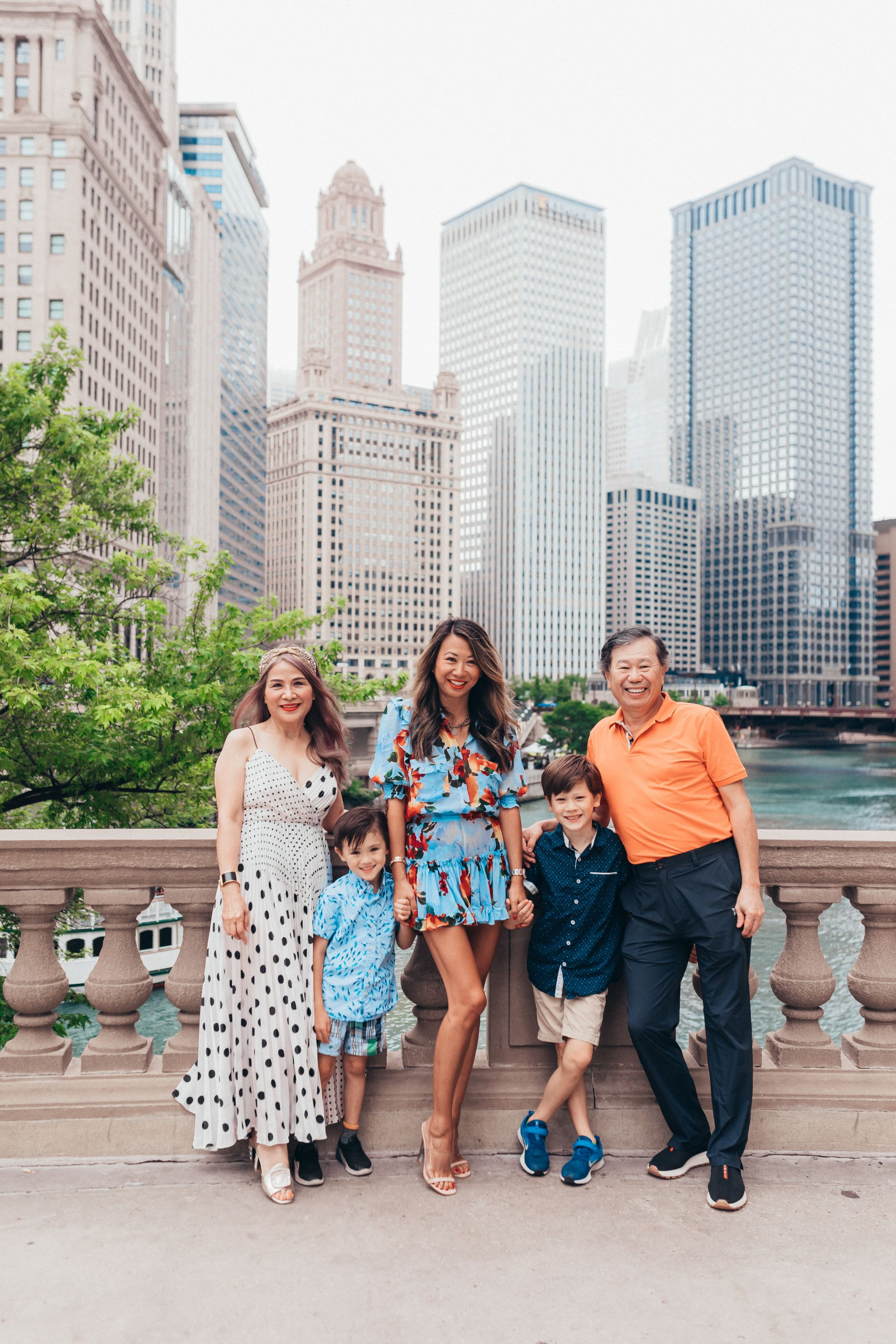 Hannah Schweiss, Best Chicago Spots to Take Photos, Rent the Runway Unlimited Dresses, Jennifer Worman, Chicago Mom Blogger, Wrigley Building Photos, Chicago Landscape