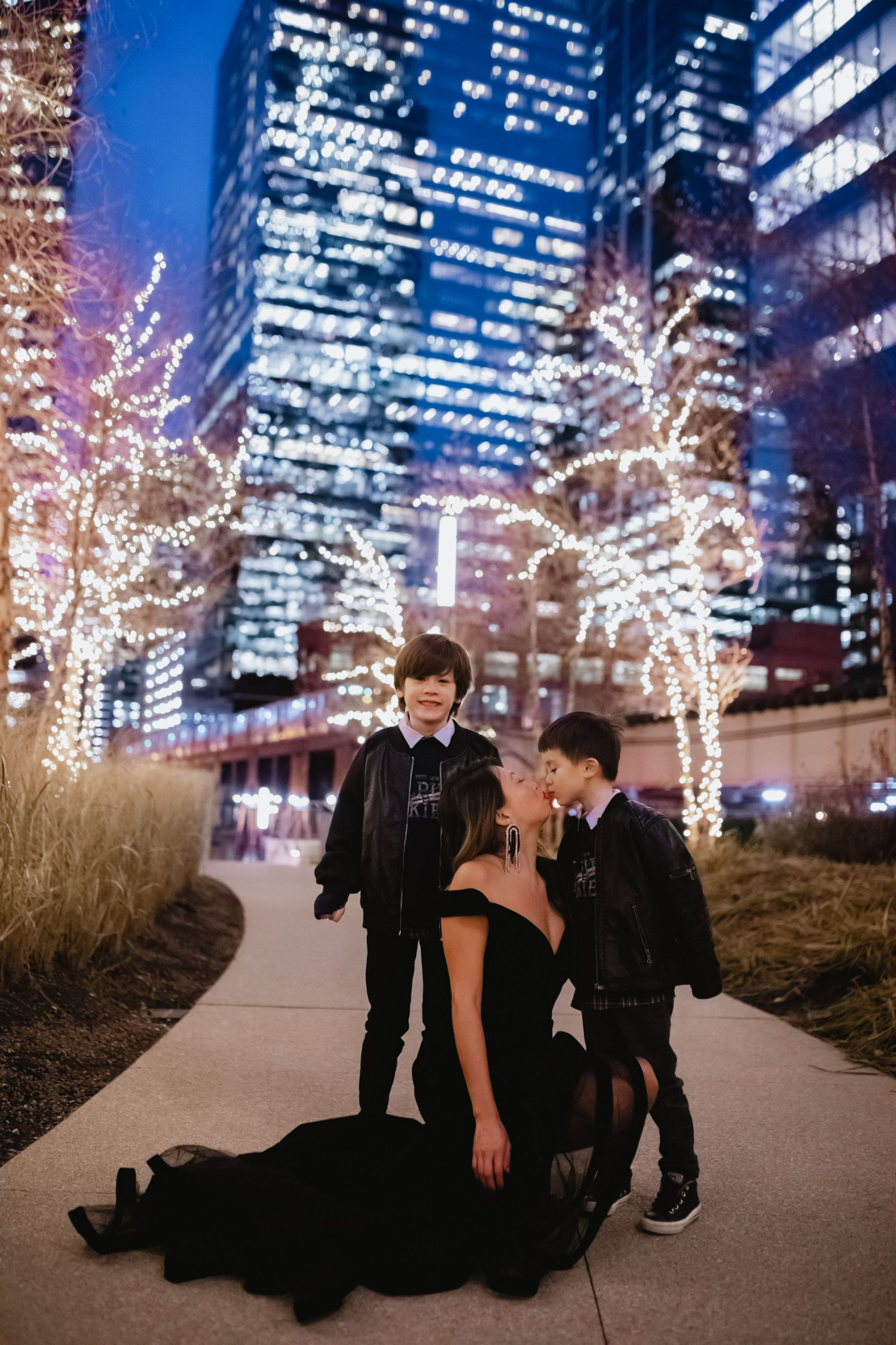 jennifer worman, chicago mom, raising two boys, holiday dress photos, best gala dress, macduggal velvet dress, holiday family photography, chicago fashion blogger