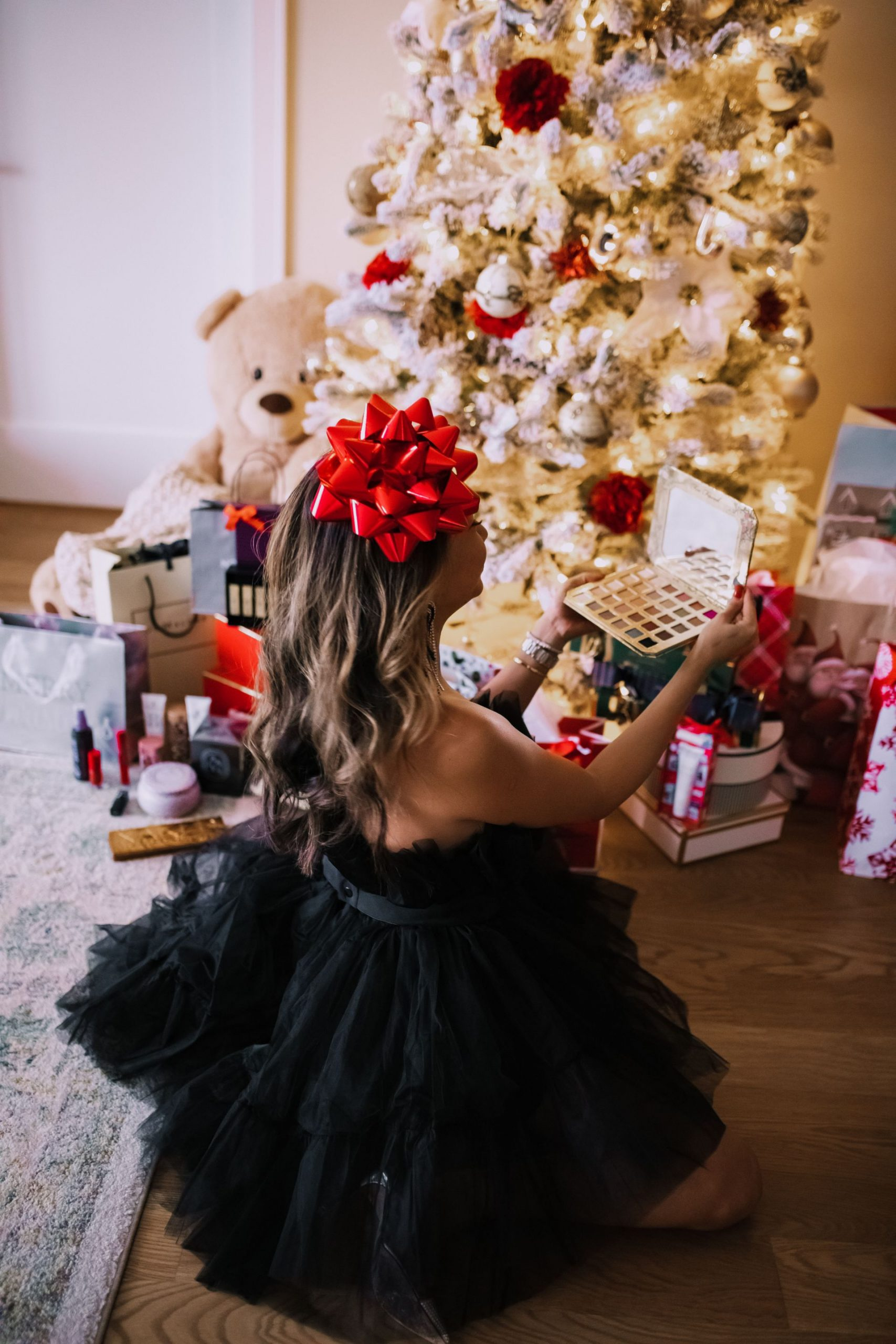 best beauty gifts from nordstrom, holiday beauty gifts from nordstrom under $100, beauty gift guide, best beauty gifts, gifts for the beauty lover, holiday gifts for the beauty lover, gifts for mom, gifts for her, gift guide for her, holiday gift ideas, gift ideas under $100, best gifts under $100, holiday decor, cute holiday decor, Jennifer Worman, Red Soles and Red Wine