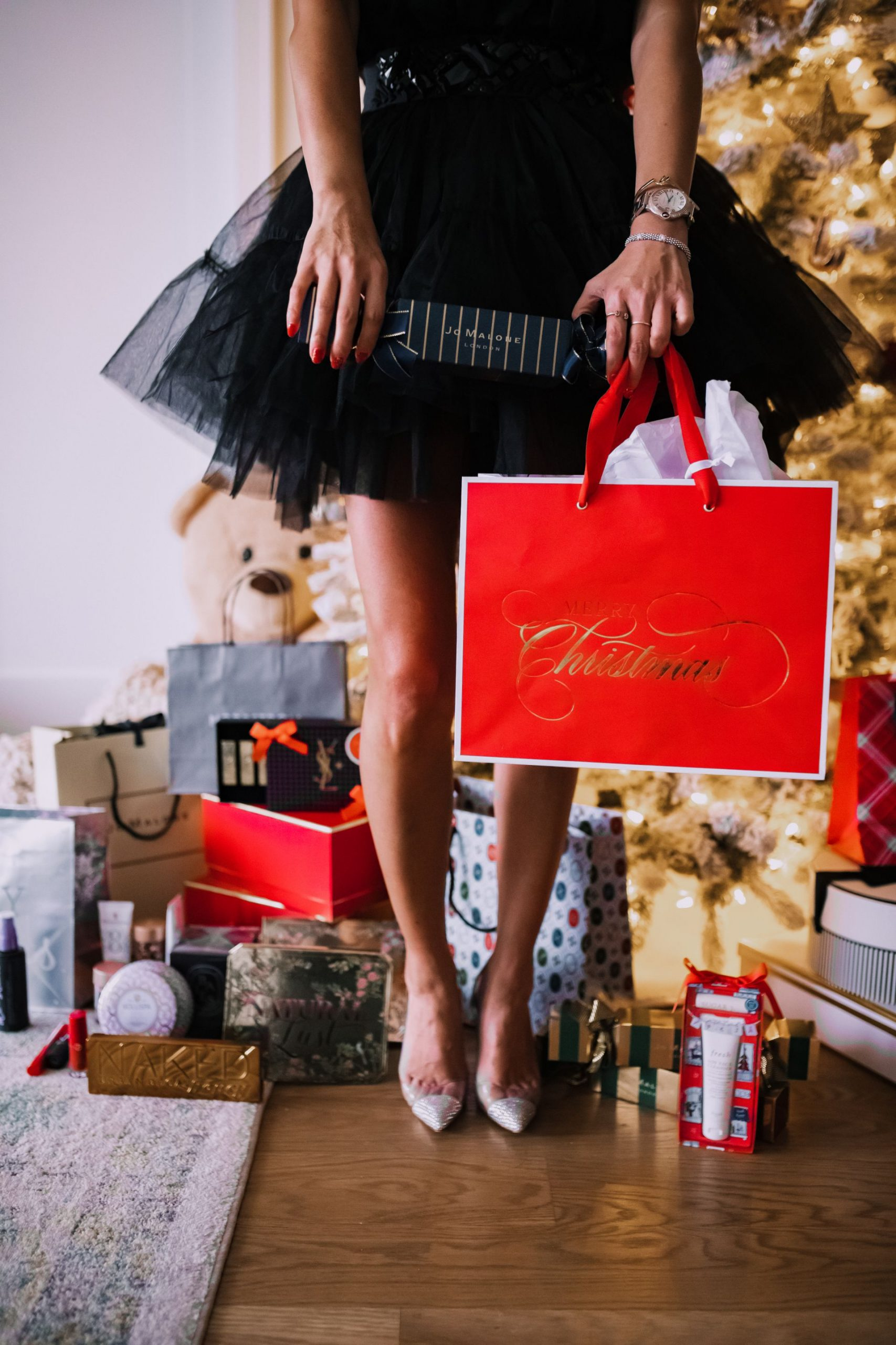 best beauty gifts from nordstrom, holiday beauty gifts from nordstrom under $100, beauty gift guide, best beauty gifts, gifts for the beauty lover, holiday gifts for the beauty lover, gifts for mom, gifts for her, gift guide for her, holiday gift ideas, gift ideas under $100, best gifts under $100, holiday decor, cute holiday decor, Jennifer Worman, Red Soles and Red Wnie