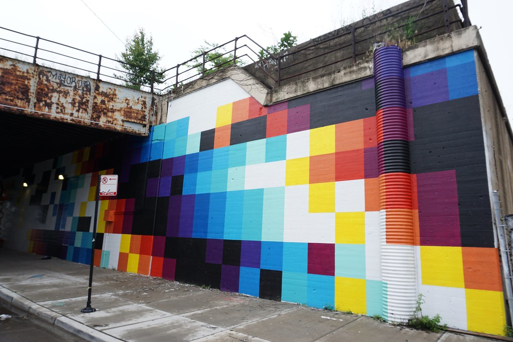 Top 10 Best Instagrammable Walls in Chicago, wall art in chicago, street art in chicago, best wall murals in chicago, photography in chicago, instagram chicago, best places to take photos in chicago, photoshoots in chicago, wall murals in chicago, wall guide, best wall art in chicago, 2020 murals in chicago, chicago guide, chicago blogger, chicago travel, chicago photography, chicago wall art, chicago murals, chicago art, Colorful Squares Mural in the Hubbard Street Murals