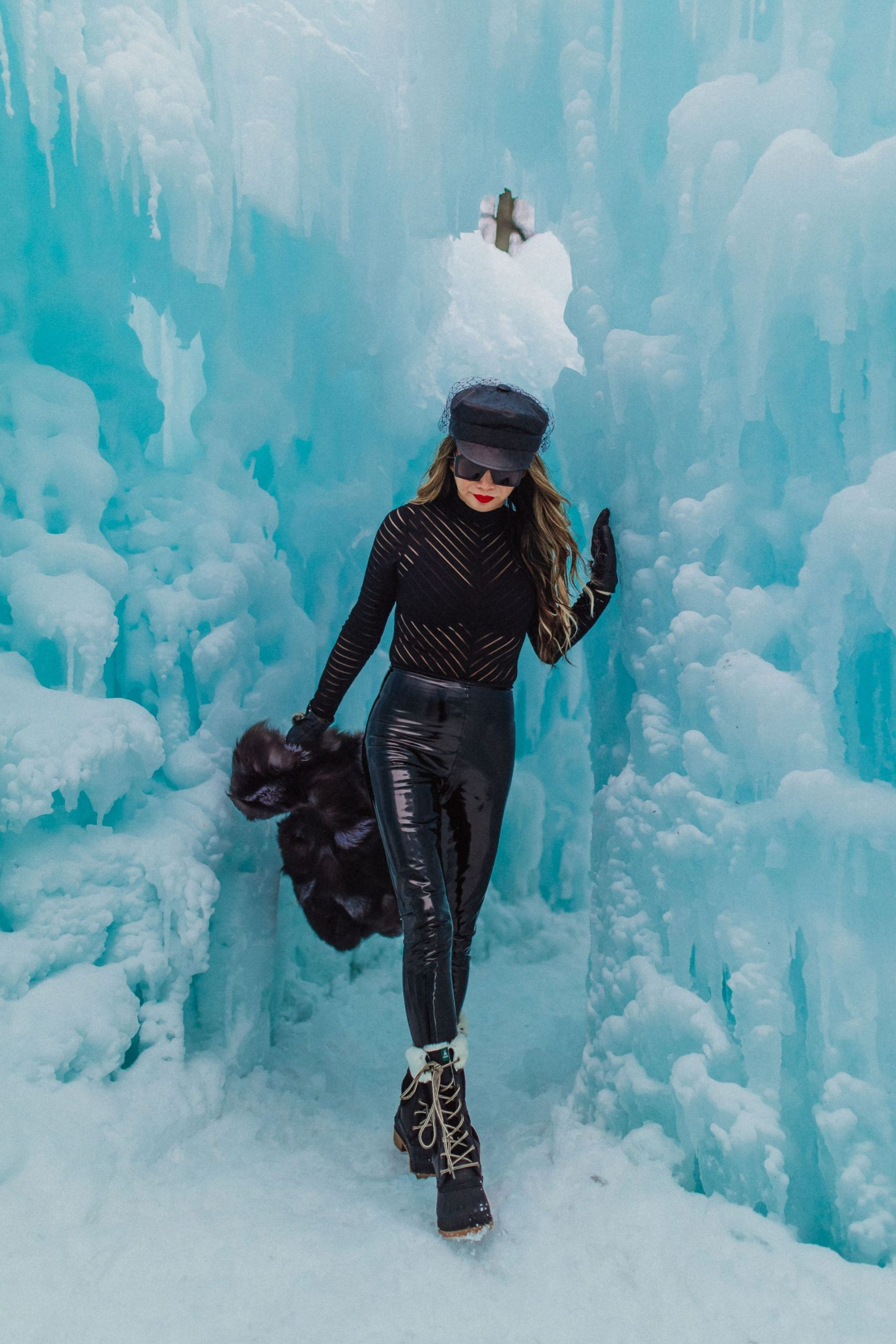 ice castles wisconsin, Ice castles photography, ice castles lake Geneva wisconsin, ice castles photos, ice caste photography, photography ideas, winter photo ideas, winter photoshoots, chicago blogger, Jennifer Worman