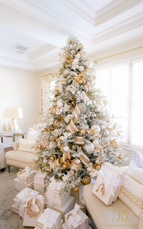 gold and silver flocked christmas tree decor, glam smocked tree decor ideas, christmas tree decorating ideas, christmas tree inspiration, faux christmas tree decor inspiration, holiday decor, Red Soles and Red Wine, Jennifer Worman