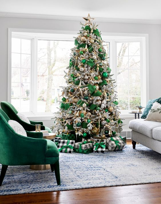 green christmas tree decor, glam smocked tree decor ideas, christmas tree decorating ideas, christmas tree inspiration, faux christmas tree decor inspiration, holiday decor, Red Soles and Red Wine, Jennifer Worman