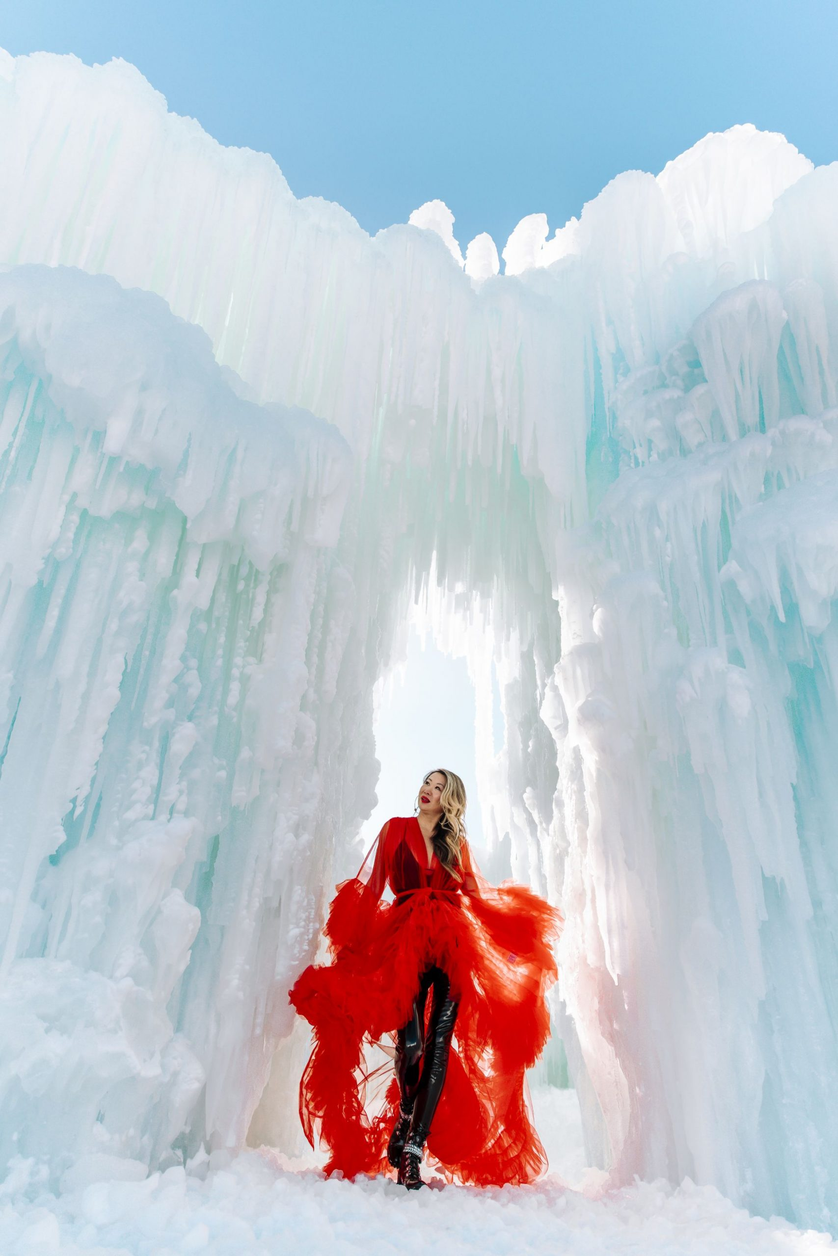 Ice Castles, Lake Geneva, Wisconsin Ice Castles, Ice castles photography ideas, creative photography ideas, Jennifer Worman, Red Tulle Robe, Ice Castles Photo Inspiration, What to do in Chicago Winter, Romantic Ideas for Dates, Romantic stories, Dating Advice