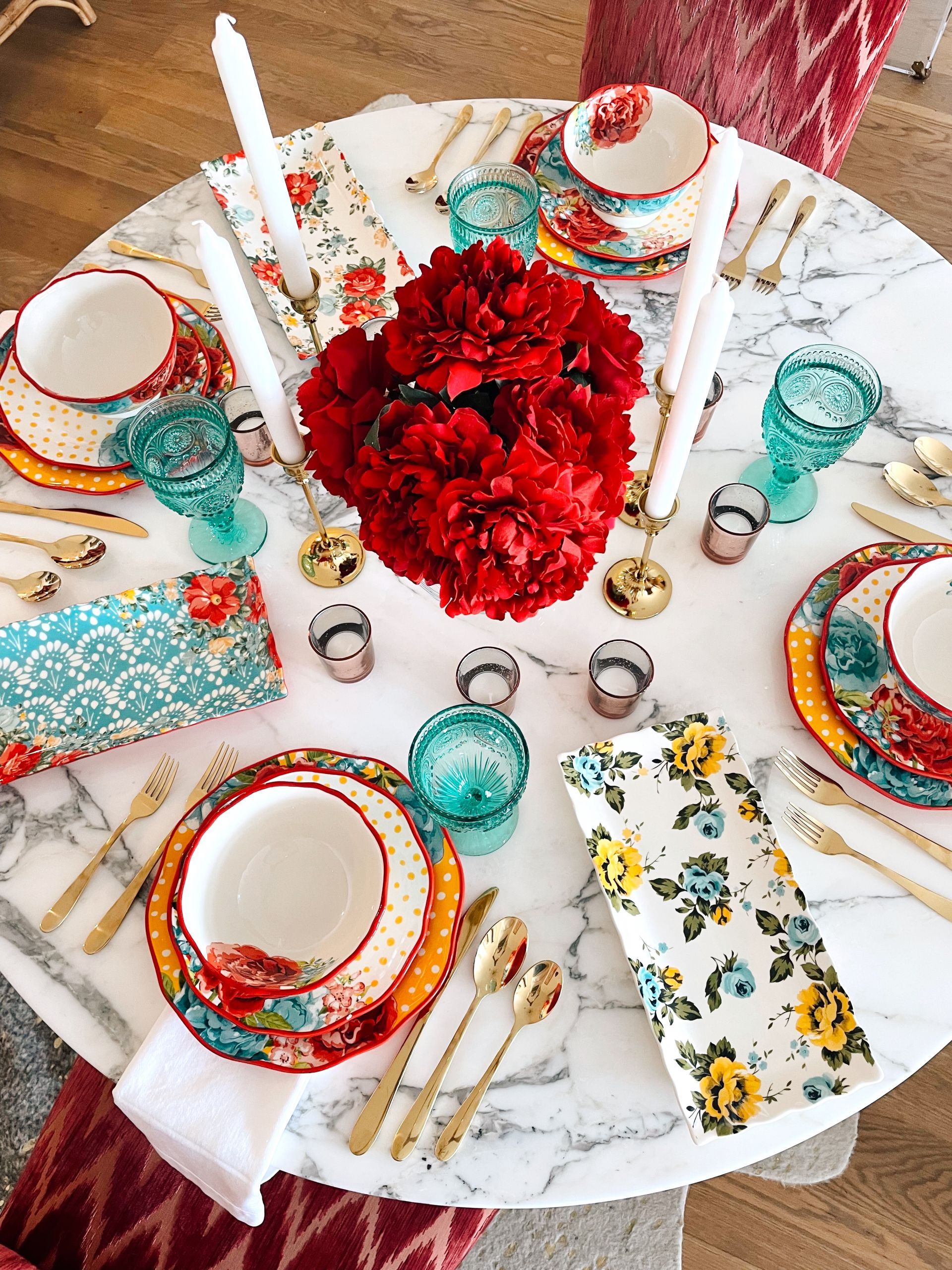 Summer Home Entertaining Finds from Walmart, summer party table setting, vibrant tablescape, Summer table decor, Summer dinner party ideas, affordable vibrant table top ideas, summer tabletop ideas, Walmart home decor, tropical decor ideas, tropical party ideas, girly party decor, gold flatware, gold accent table top ideas, Pioneer women dinnerware set