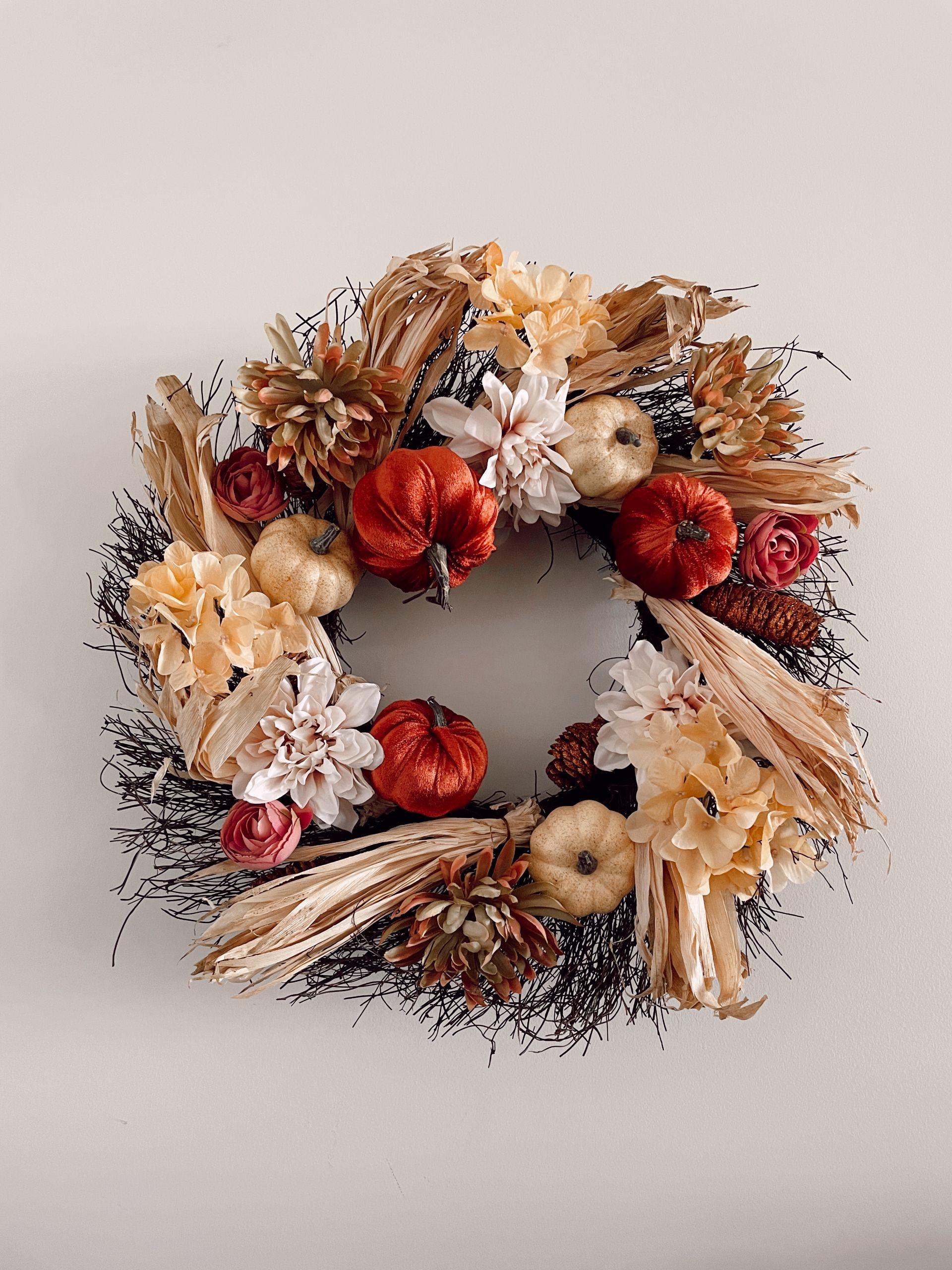 fall wreath, pumpkin wreath, fall home decor, pumpkin wreath ideas, neutral fall wreath, fall home decor, subtle Subtle Touches of Fall to your Home, home decor inspiration, fall home inspiration, black and white fall decor, glam fall decor, neutralfall decor, pretty pumpkindecor, fall decor ideas, pretty fall decor, Red Soles and Red Wine, Jennifer Worman