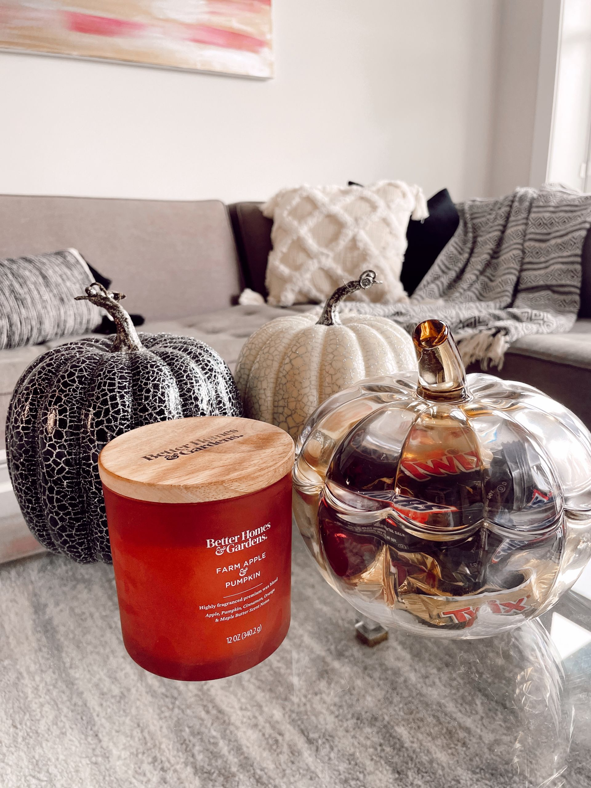 fall tabletop decor, fall coffee table ideas, coffee table decor, affordable home decor, fall home decor, subtle Subtle Touches of Fall to your Home, home decor inspiration, fall home inspiration, black and white fall decor, glam fall decor, neutralfall decor, pretty pumpkindecor, fall decor ideas, pretty fall decor, Red Soles and Red Wine, Jennifer Worman